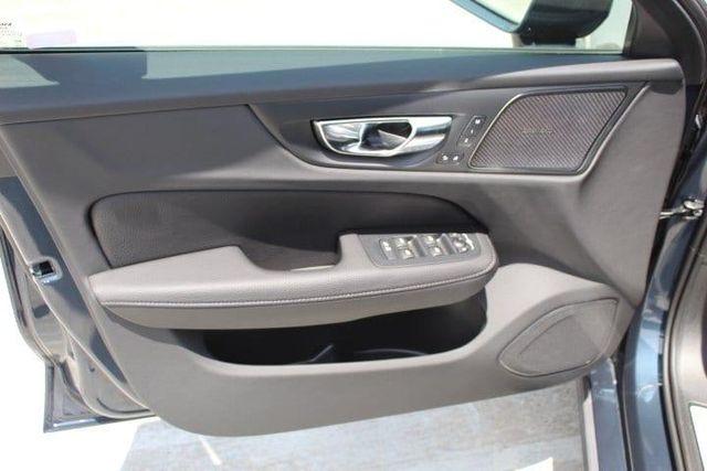 2020 Volvo V60 T5 Momentum