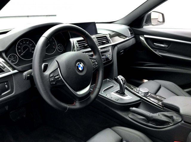 2017 BMW Base